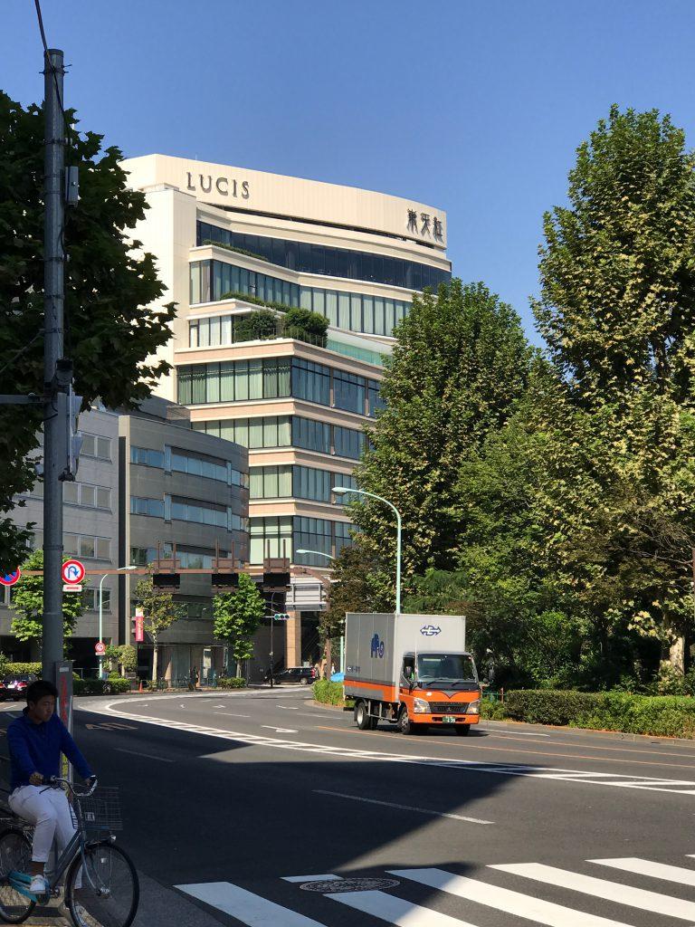 JR上野駅から徒歩13分、地下鉄千代田線湯島駅から徒歩3分にある東天紅上野本店。